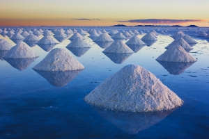 Salt mounts on salt pan